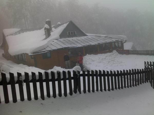 Schronisko na Hrobaczej Łące zimą