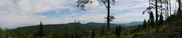Panorama spod szczytu Sokołówki Widok na całe pasmo Chrobaczej Łąki